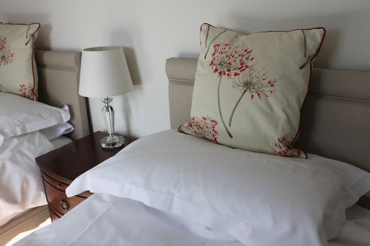 Twin room 5 in Beautiful Bed and Breakfast