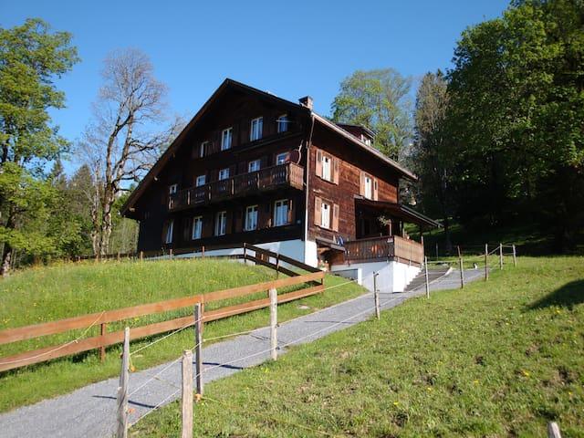 Ferienwohnung Haus Hunduren - Glarus Süd - Departamento