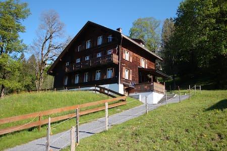 Ferienwohnung Haus Hunduren - Glarus Süd