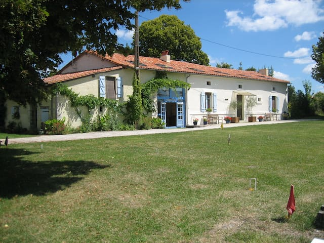 Large farmhouse, big pool, 3 acres, quiet hamlet - Saint-Romain - Casa