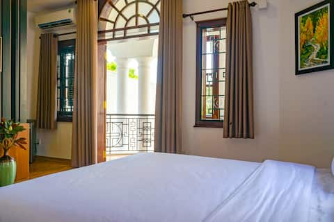 Friends House *SUN ROOM*<luxury but best price>