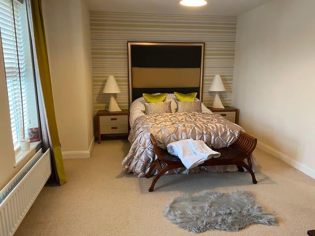 Stunning Apartment 5 bed & 2 bath - North Coast ✨