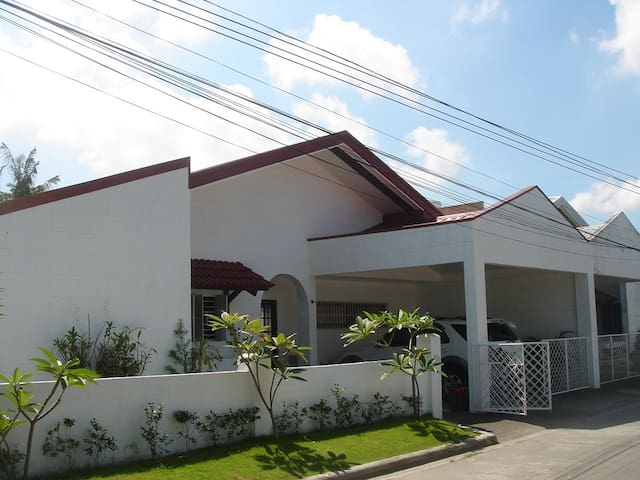Sunny, 3 bedroom family Home - Angeles - Casa
