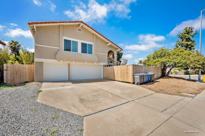 Heart of Encinitas family home with hot tub!