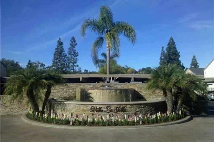 2 bd condo in La Jolla