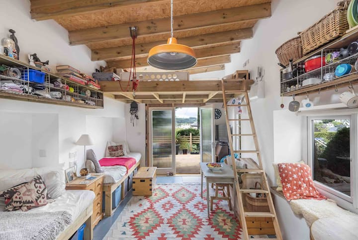 Palm House, a quirky studio flat in Kingsbridge