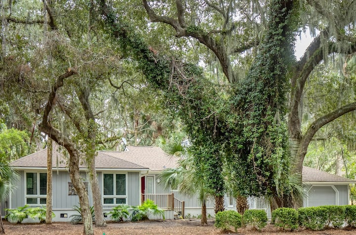 Open 3 bedroom Ranch! Great Central Location! Amenity Cards!