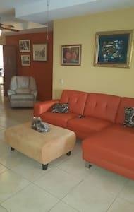 Habitación privada, cómoda - Guararé - Sala sypialna