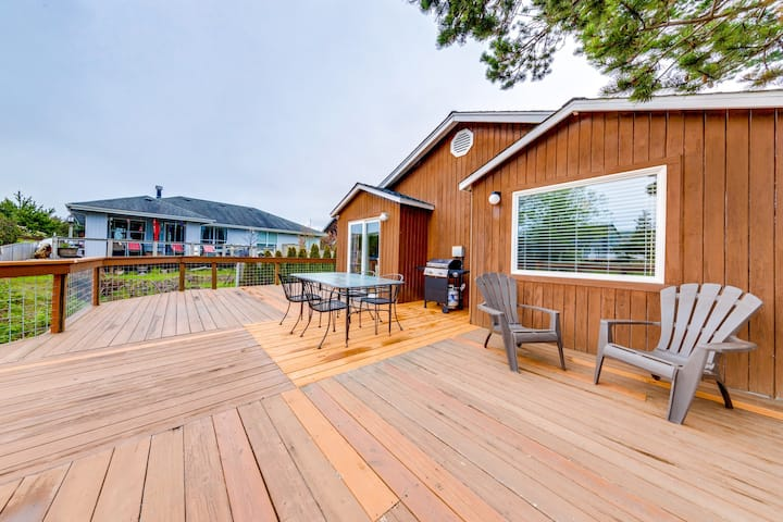 Centrally-located, dog-friendly home w/ a deck overlooking a beautiful waterway