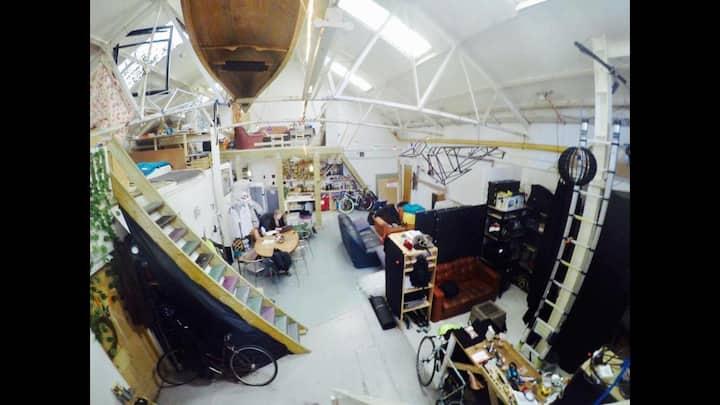 Cosy Room in Creative Hackney Wick Warehouse