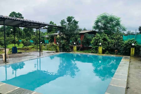 Farmhouse with Private Swimming Pool in Karjat