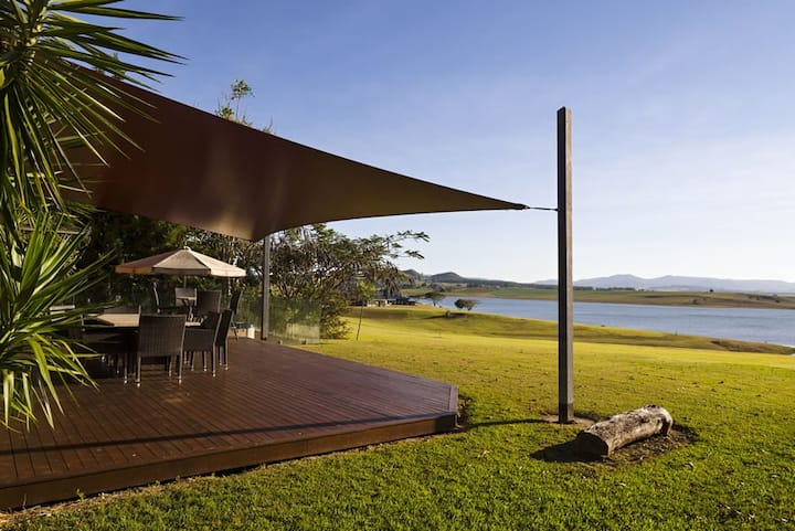 LUXURY LAKEFRONT - Tuscany on Tinaroo