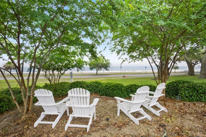 Beautiful Beachfront Condo, Casinos, Keesler AFB