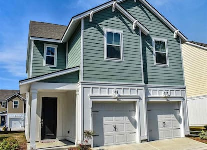 BRAND NEW Centrally located, 1.8 miles Beach Green