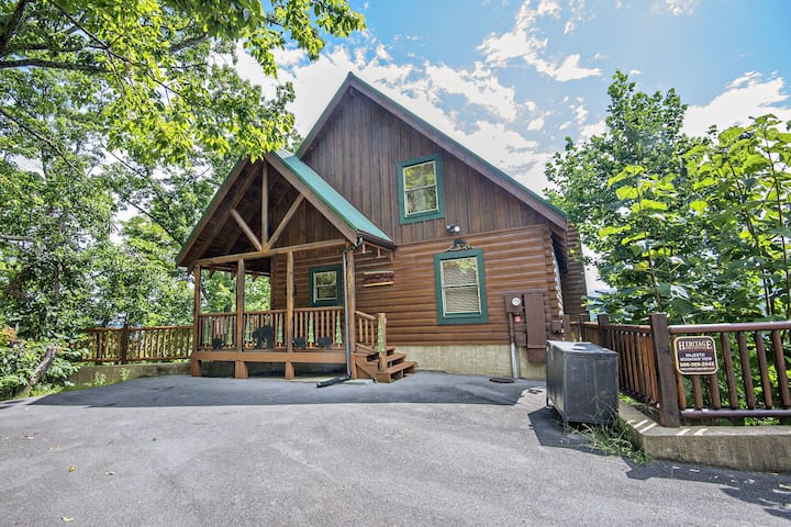 Majestic Mountain View - Great Location! - Convenient to Everything!