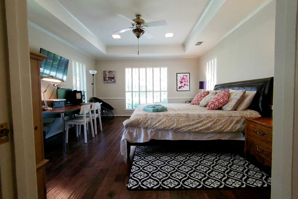 Large bed room with king size bed and large study table
