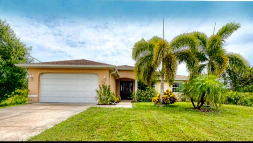 BEAUTIFUL DESIGNER HOME NEAR BEACHES BOCA GRAND!