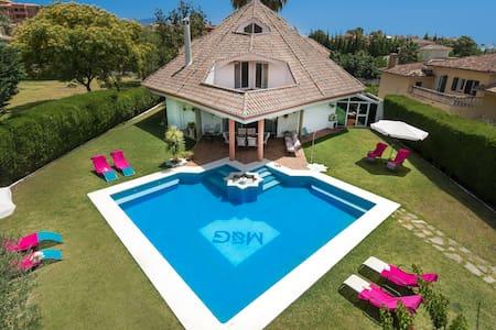 Villa Bel-Air, El Paraiso, Estepona,Costa del Sol. - Estepona - Villa