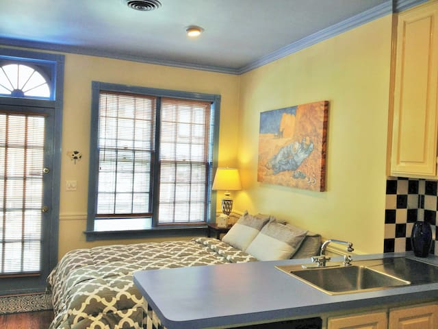Sparkling Studio in Adams Morgan/Dupont Circle