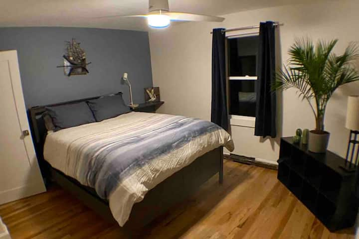 Private bed and bathroom by City Park w/ Nebia