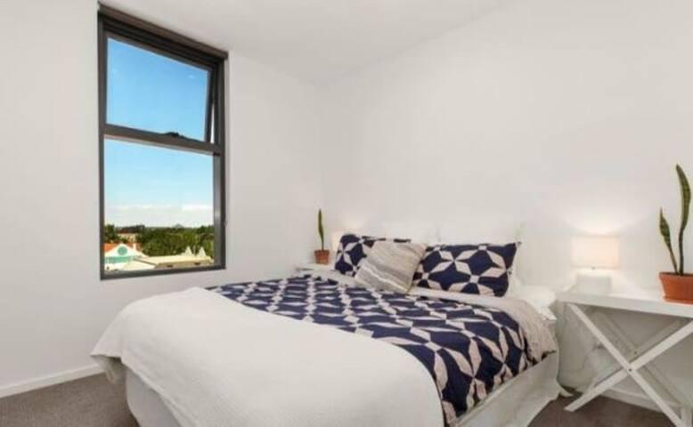 Monash Caulfield Campus莫纳什对面高级公寓里的独立卫浴大卧室假期【短租】