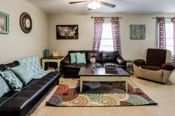 Sparkling Clean Condo by TCU & Downtown Fort Worth