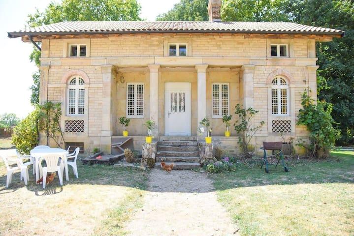 maison jardinier parc château,proche Dijon-Vignes
