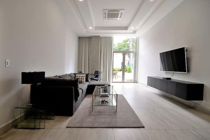 Amazing 1 Bdrm Modern Luxury Apt. in Safest Area