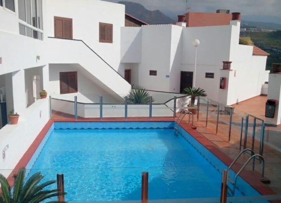 Hermoso apartamento con piscina wi fi apartamentos en for Apartamentos en madrid con piscina