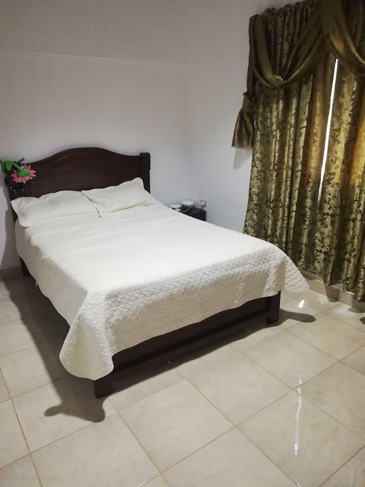 Acogedora y elegante habitación, en nuestro hogar.