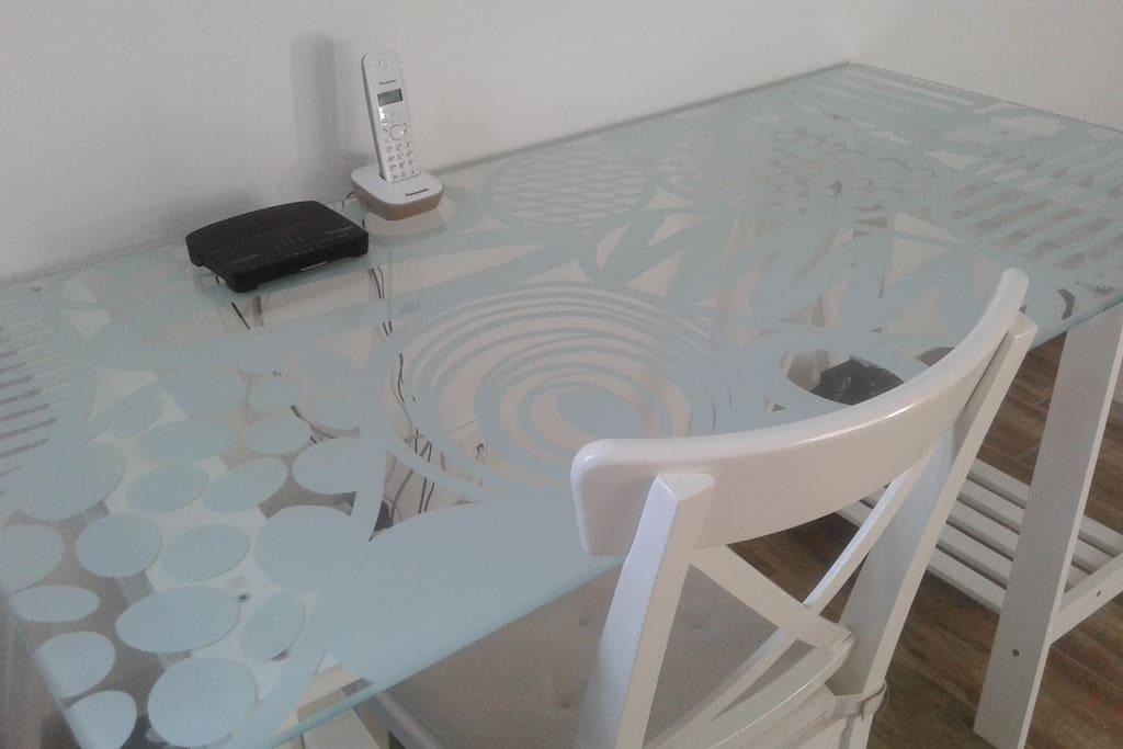 Grande scrivania per lavorare al pc