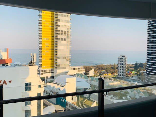 *Stunning Broadbeach Unit - Iconic GC Ocean Views*