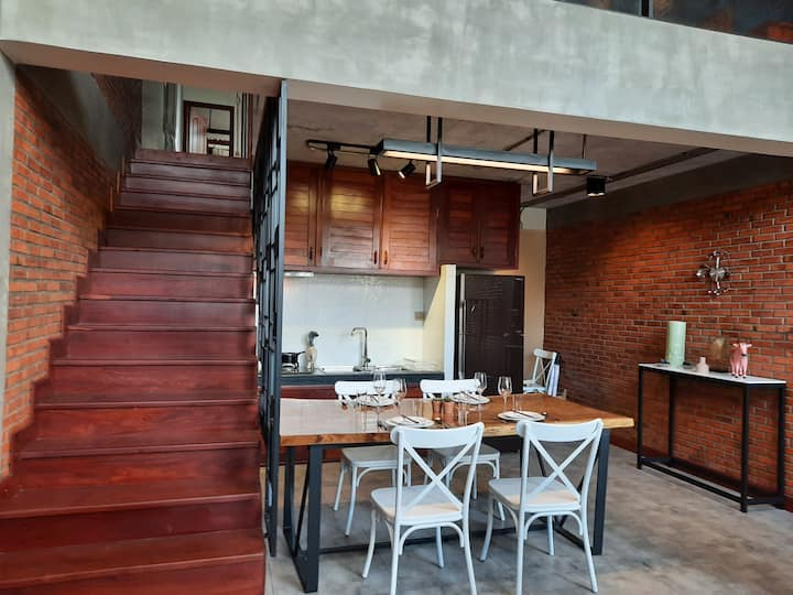 b. Loft, Urban House, Heart of Angkor.