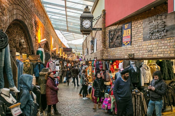 Camden Market is 5 minutes by foot.