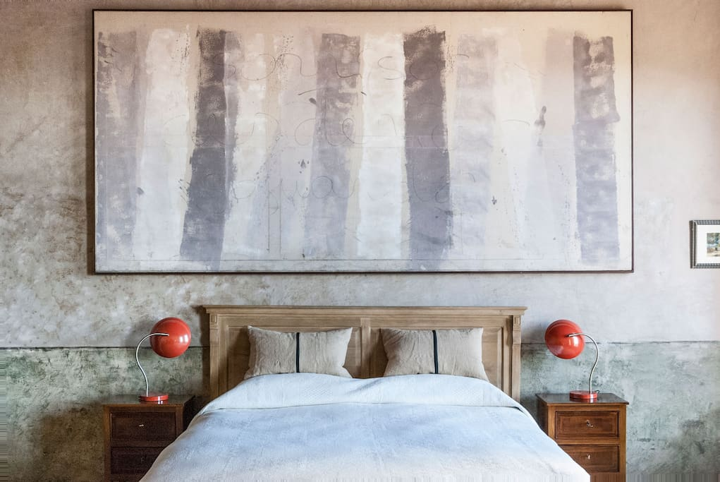 3. the art paint on the bed
