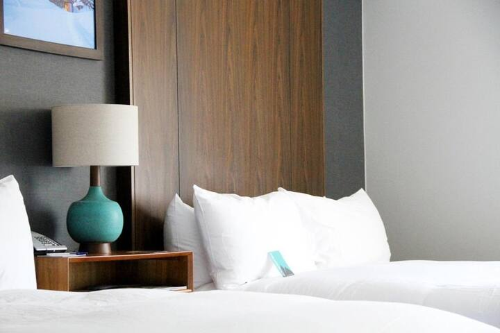 Great price queen room at Park City Peaks Hotel