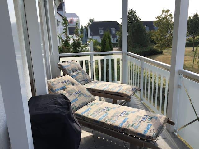 Ferienwohnung mit grosser Terrasse in Strandnähe - Nienhagen - Wohnung
