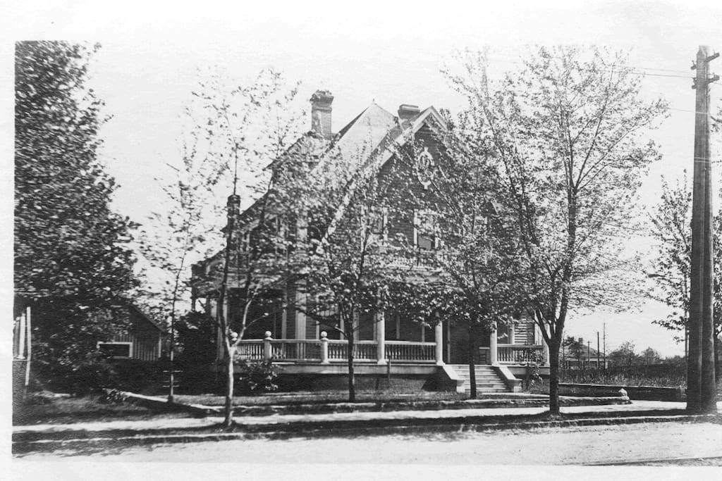 Tar Heel Manor c. 1910 following c. 1830 back house addition and major remodeling