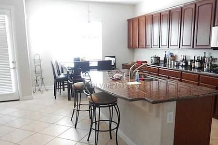 Enjoy this quiet one bedroom and private bath. - North Las Vegas