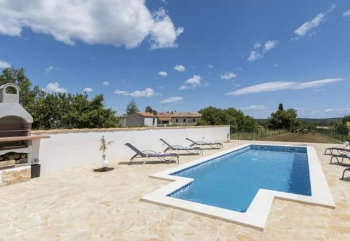 3 bedroom villa in Pula with private pool