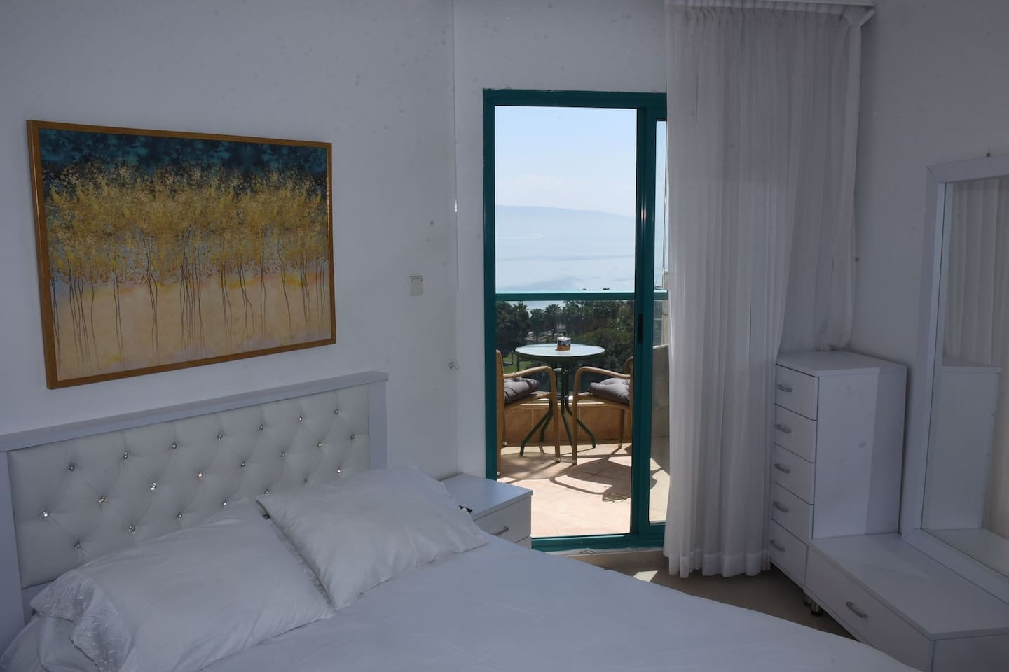 Bed room with Balcony and a spectacular view to the Sea of Galilee