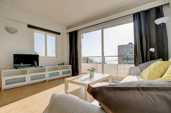 Very bright apartment, with partial sea views 4A