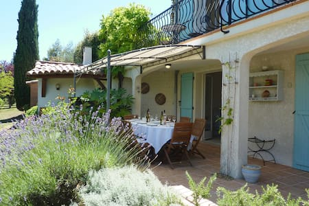 Garden apartment with shared pool near Limoux