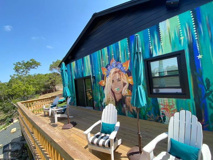 Secluded Lake Travis retreat on Deep Water Cove!