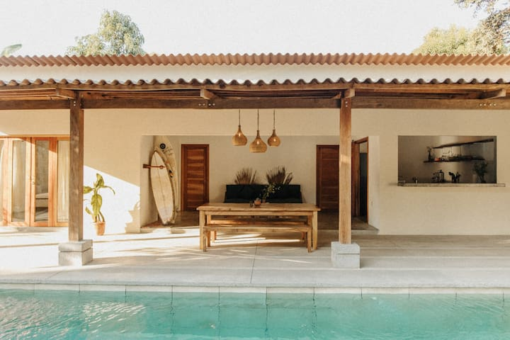 Casa Santa Lucía - Stylish Surf House - El Tunco