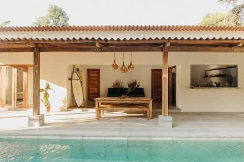 Casa Santa Lucía - Stylish Surf House - El Tunco