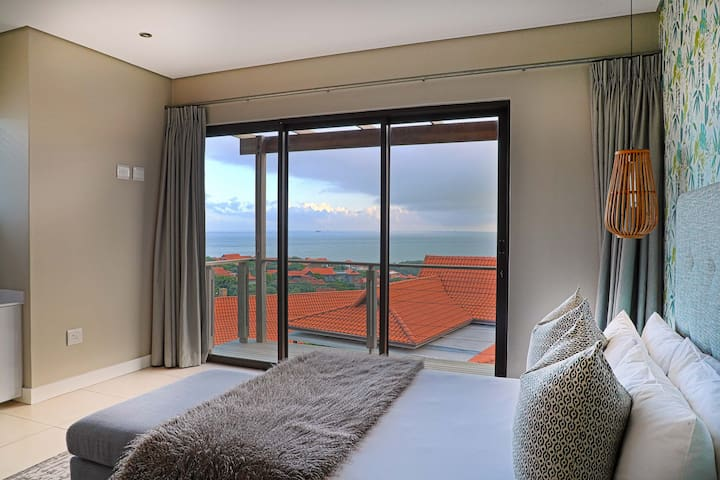 Second bedroom with exquisite sea view and queen size bed