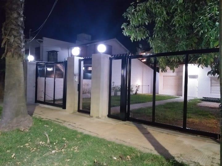 CONDOMINIO EN MARTINEZ (6 personas)
