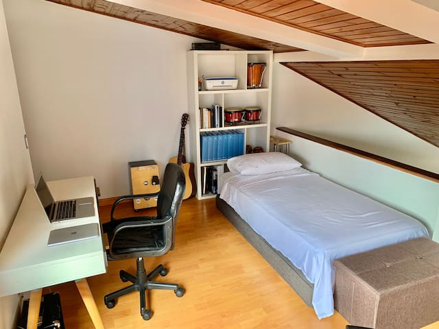LOFT ROOM / Perfect Location Countryclub 128B