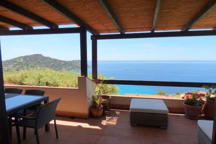 Splendida Villa con giardino  e vista mozzafiato